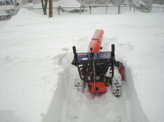 Best Rated Snow Blower Brands : Ariens professional snow blowers throw like a pro