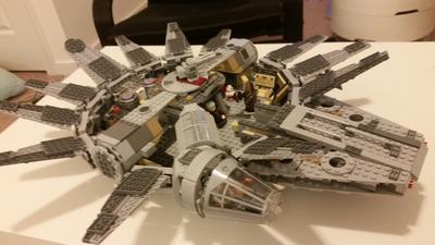 Millennium falcon lego shop for Interieur faucon millenium