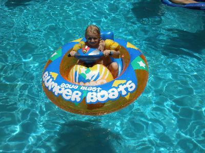 Alf Img Showing Motorized Pool Float