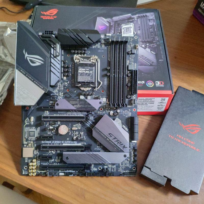 ASUS Republic of Gamers Strix Z390-E Gaming LGA 1151 ATX Motherboard