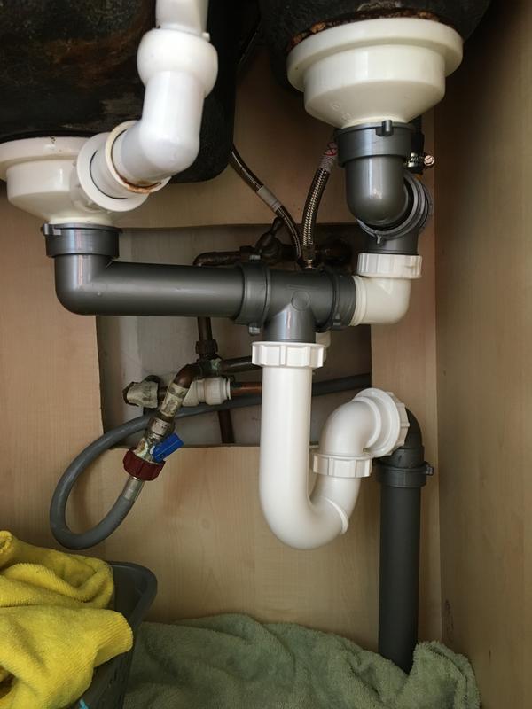Cooke Lewis 1 5 2 Bowl Pack B Waste Overflow Plumbing Kit Diy At B Q