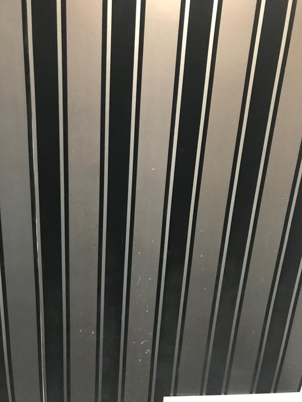 laquita black striped
