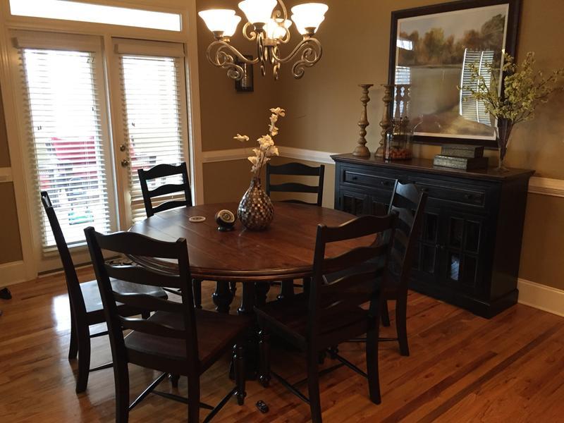 Logan Circle Round Dining Table | Havertys