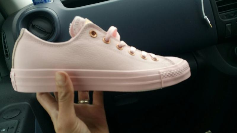 44a54704b139 Wow. Originally posted on Converse Allstar Low Lthr VAPOUR PINK ROSE ...
