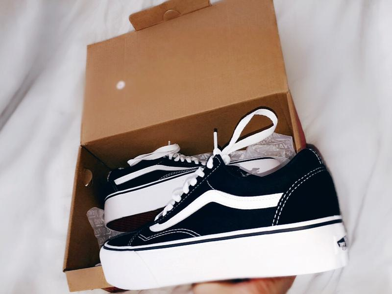e4ed7ff709f Vans Old Skool Platform Black White - Hers trainers