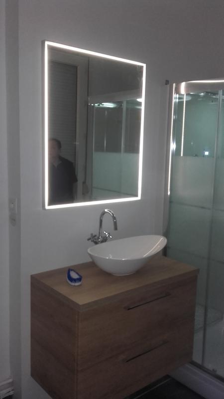 Miroir lumineux leroy merlin miroir e miror noir for Miroir lumineux castorama