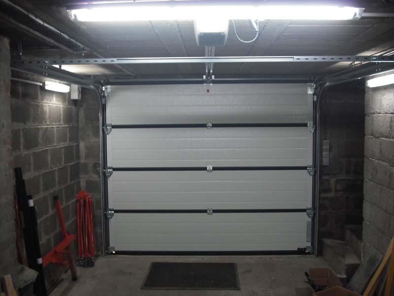 Porte de garage sectionnelle motoris e artens premium h for Porte de garage chez leroy merlin