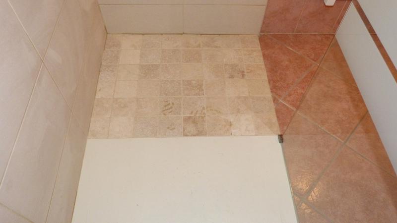 Mosa que sol et mur mineral ivoire 10 x 10 cm leroy merlin for Couper carrelage sans carrelette