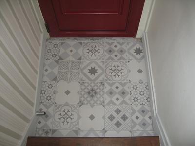 Carrelage sol et mur blanc et gris effet ciment gatsby l for Carrelage gatsby leroy merlin