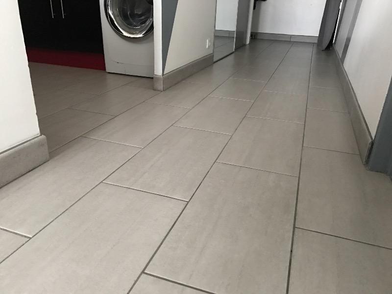 Carrelage sol et mur gris effet b ton chantier x l for Depose carrelage sol