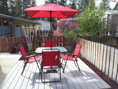 Mainstays Searcy Lane 6 Piece Padded Folding Patio Dining Set, Red, Seats 4    Walmart.com