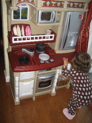 step2 lifestyle custom kitchen includes 20-piece accessory set
