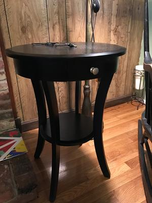 Winsome Wood Sasha Round Accent End Table with Drawer Curved Legs