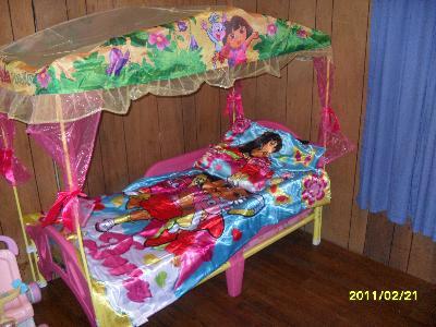 & Dora the Explorer Plastic Toddler Bed with Canopy - Walmart.com