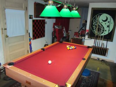 Minnesota Fats Billiard Table With Ball Return System, Light Cherry Finish    Walmart.com