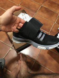 Tênis com pequeno espaço para calçar... não entra no pé mesmo com uma pontuação acima do meu tamanho.