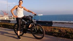 Ahi se puede apreciar que porto los tenis.. los utilicé para andar en bicicleta y son fuertes, seguros y muy cómodos.